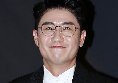 """영탁 팬들 """"코로나19 음성? 양성?""""…결과 늦어져 노심초사"""