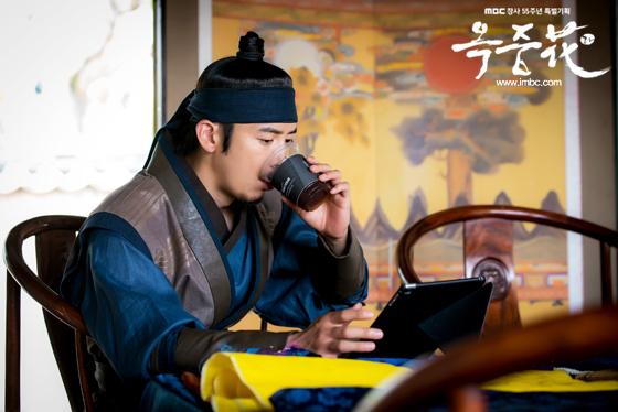 [포토] 여기는 촬영현장! <옥중화> 배우들, '더위 이기는 필수 아이템은?'  이미지-8