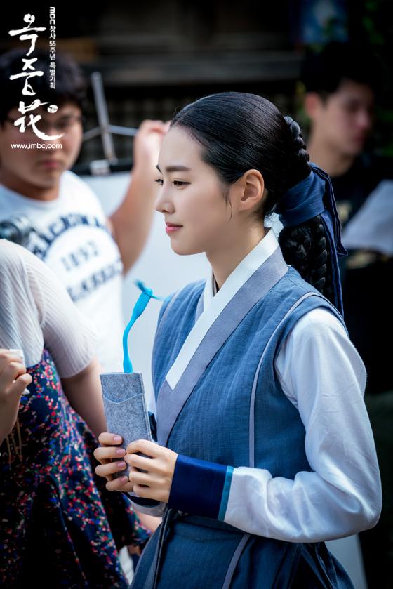 [포토] 여기는 촬영현장! <옥중화> 배우들, '더위 이기는 필수 아이템은?'  이미지-7