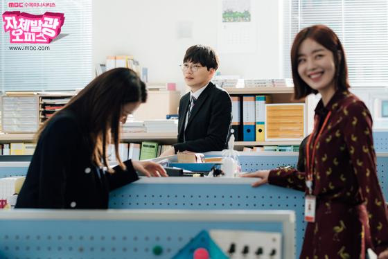 [포토] 여기는 촬영현장! <자체발광 오피스> 배우들의 '비주얼 대잔치'