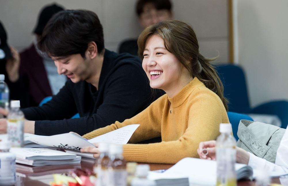 <수상한 파트너> 지창욱-남지현, 대본리딩 공개! '봄햇살 같은 미모'