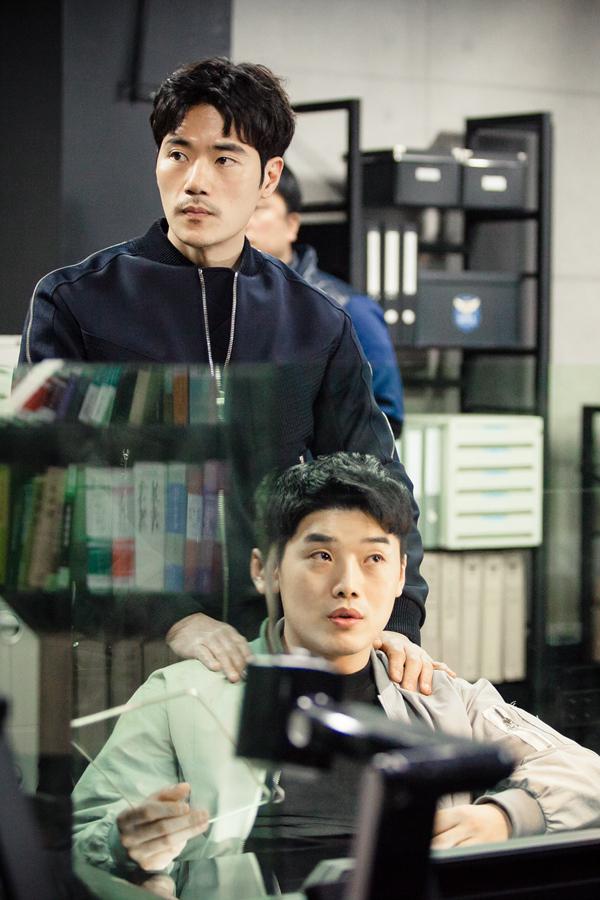 <써클> 멋짐 폭발하는 김강우와 권혁수의 '형사 브로맨스'
