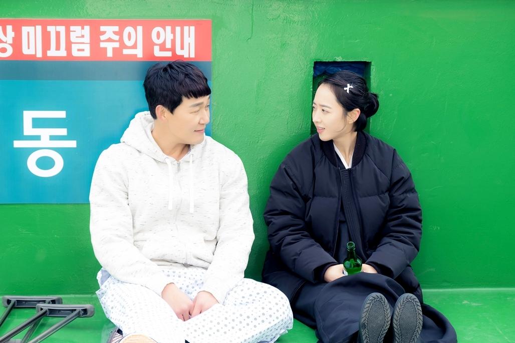 김민정, 박성웅과 첫 만남 스틸 공개! '눈길'