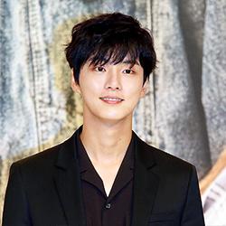 [포토] 윤시윤, '오늘의 주인공은 나야나'