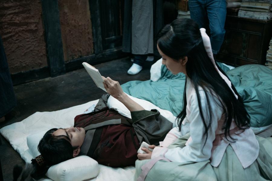 <군주> 유승호-김소현, 가슴 저릿한 애정확인'운명 포옹',비하인드 컷 대방출 이미지-1