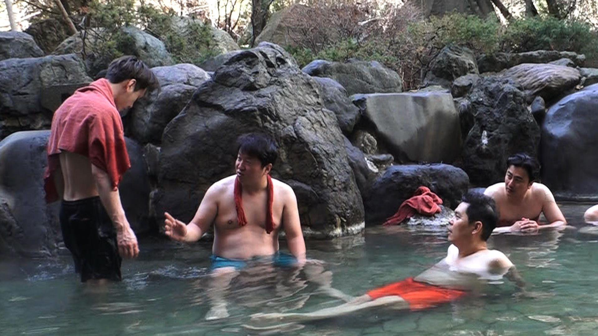 <뭉쳐야 뜬다> 윤두준, 용준형과 함께 '복근 공개' 감행?!
