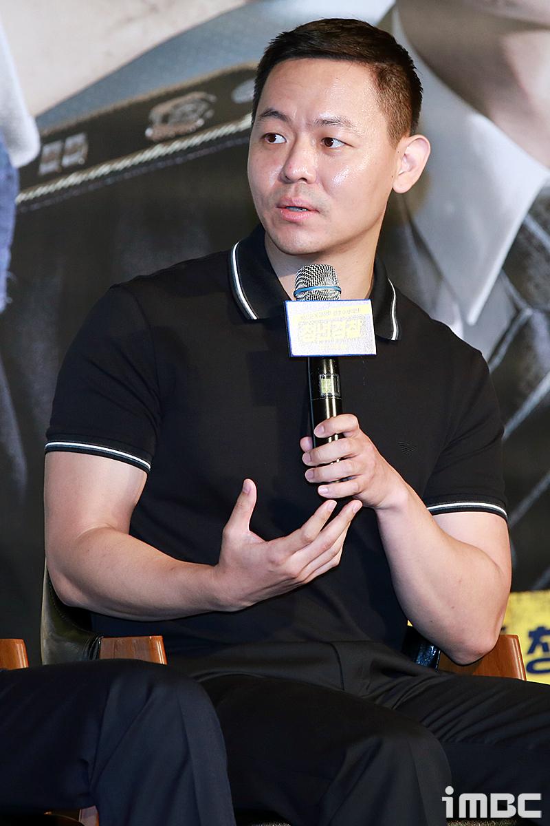 """<청년경찰> 김주환 감독, """"박서준 달리기 거의 우사인 볼트 급"""""""