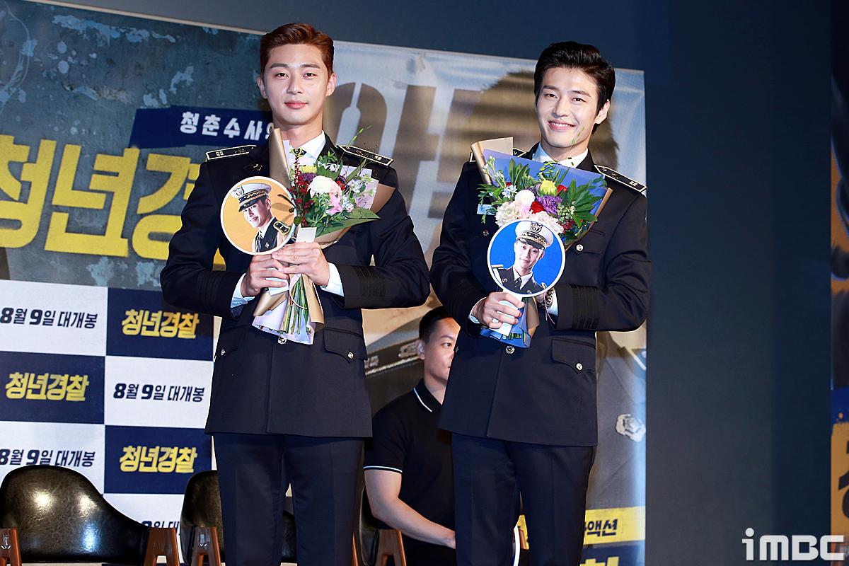 [포토] <청년경찰> 박서준-강하늘, '꽃을 든 미남들'