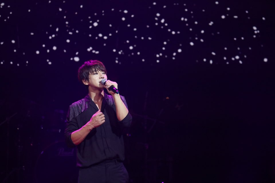 황치열, 데뷔 첫 캐나다 단독 콘서트 대성황...4000명 관객 완벽 매료!