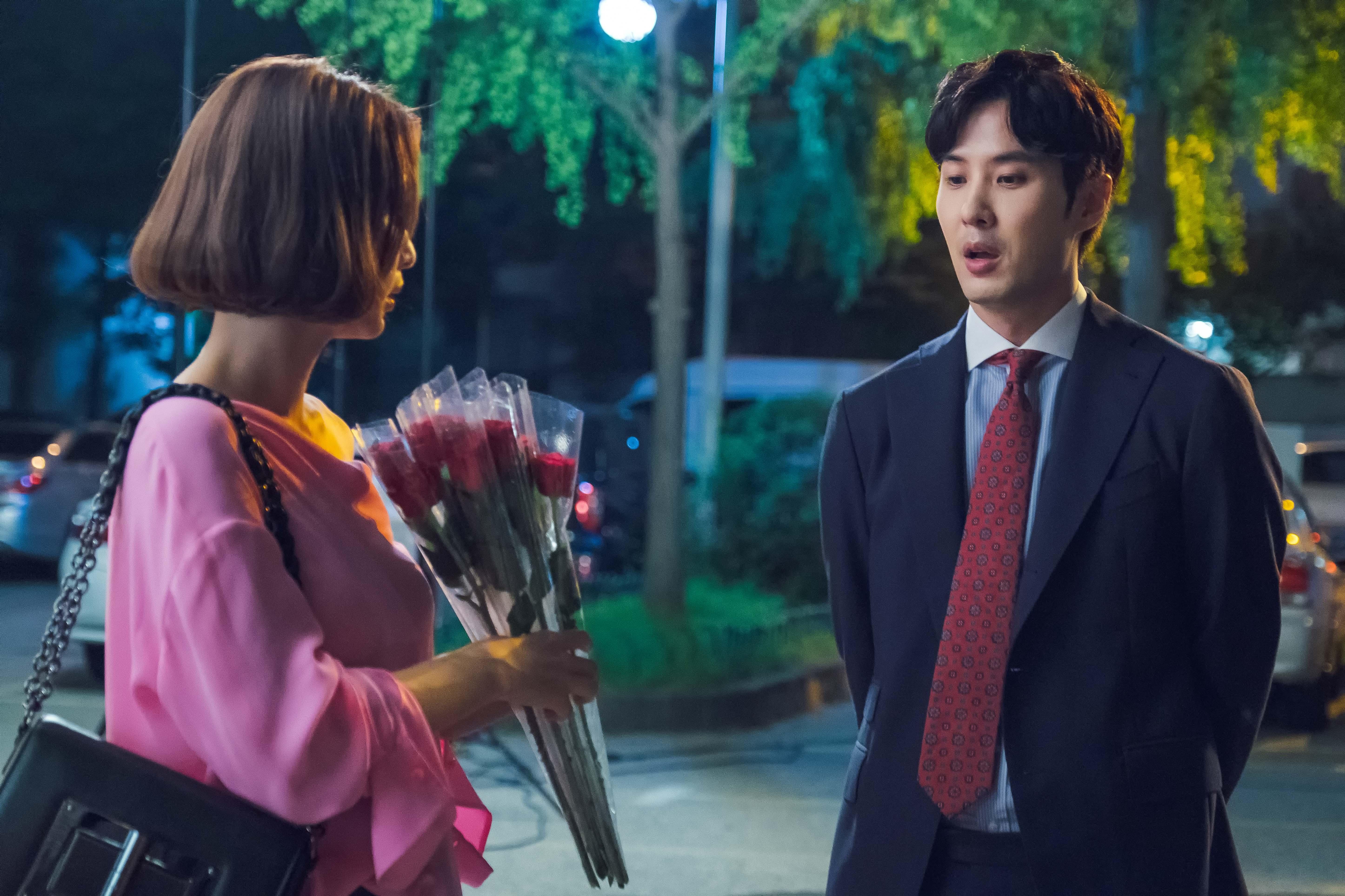 한예슬-김지석, 설레는 '꽃다발 재회' 포착