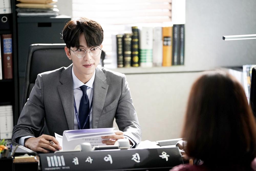 <마녀의 법정> 검사 변신한 윤현민, '이런 이력은 처음이야'