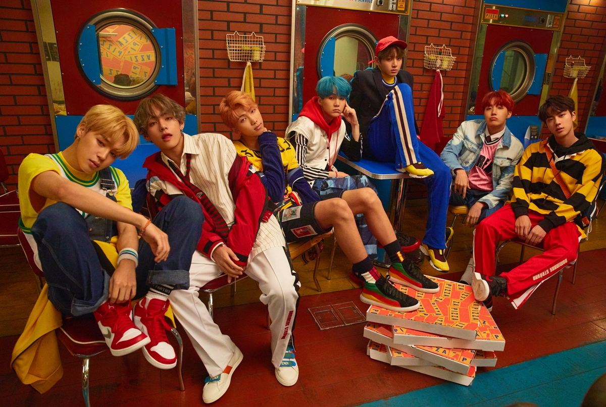 방탄소년단, 한국 가수 최초 美 빌보드 '핫 100' 87위-'빌보드 200' 35위 동시 점령!
