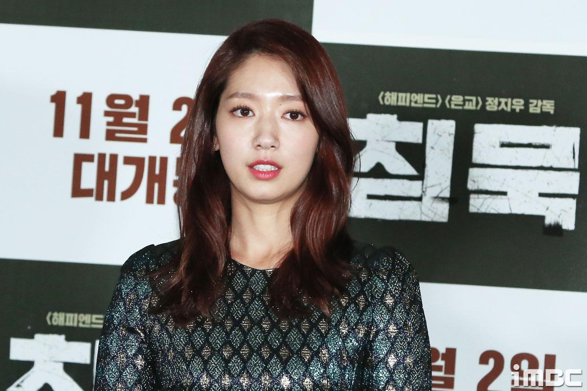 [B하인드] <침묵> 박신혜, 화려한 미모 더욱 화사하게 빛내주는 비즈드레스