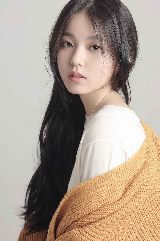 로시, 데뷔곡 'Stars' 향한 스타들의 응원 열기..싸이부터 장우혁까지 '후끈'