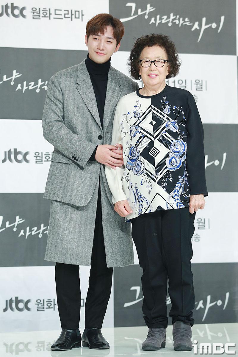 [포토] <그냥 사랑하는 사이> 이준호-나문희, 할머니와 손주 같은 친근한 느낌
