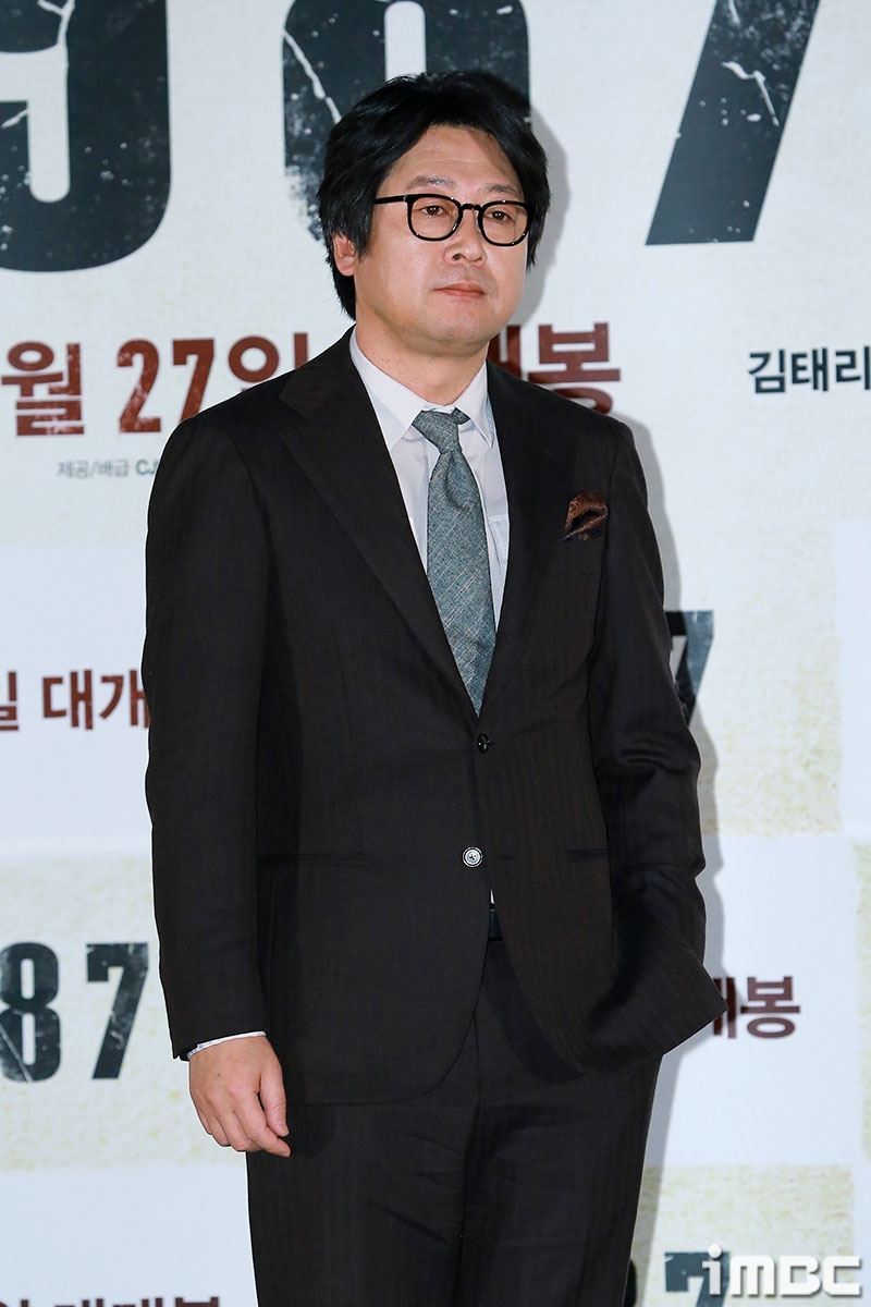 [포토] <1987> 김윤석, 서 있기만 해도 넘치는 존재감