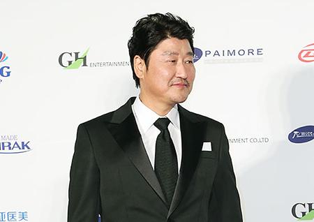 <택시운전사> 송강호, 2017년을 빛낸 영화배우 1위! 2위 마동석, 3위 이병헌