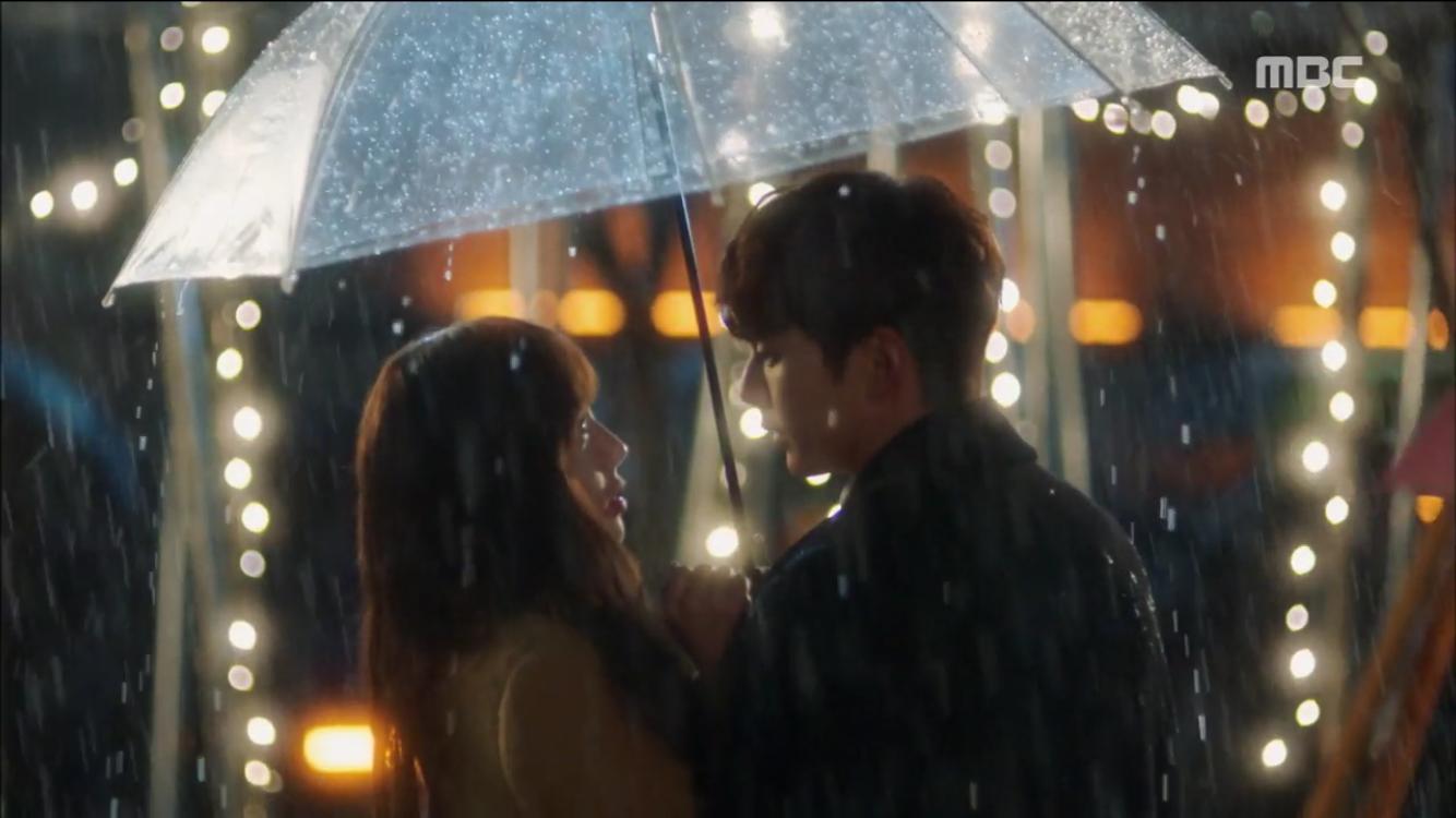 """<로봇이 아니야> """"키스는 이럴 때 하는거야"""" 유승호♥채수빈 우산 속 첫 키스…'로맨틱' 이미지-3"""