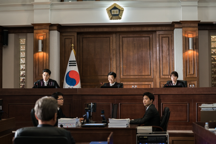 <이판사판> 김해숙, '셀프 사형선고' 장면 비하인드 컷 공개 '명불허전'