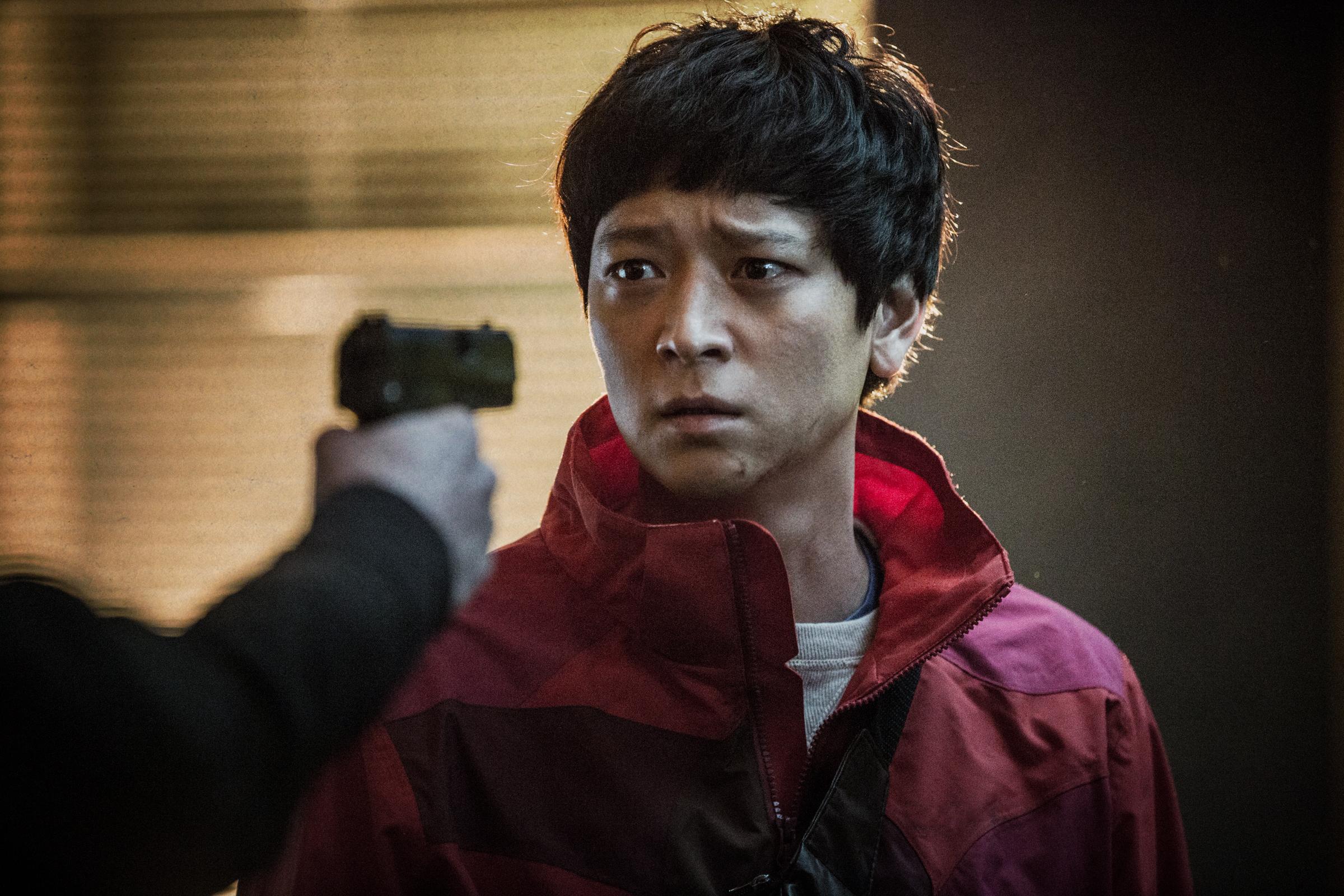 <골든슬럼버> 강동원, 암살범으로 지목된 택배기사가 되다!