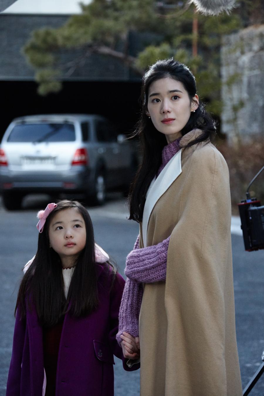 <리턴> '경력단절' 변호사 금나라 役 정은채, '재벌가 며느리룩' 공개