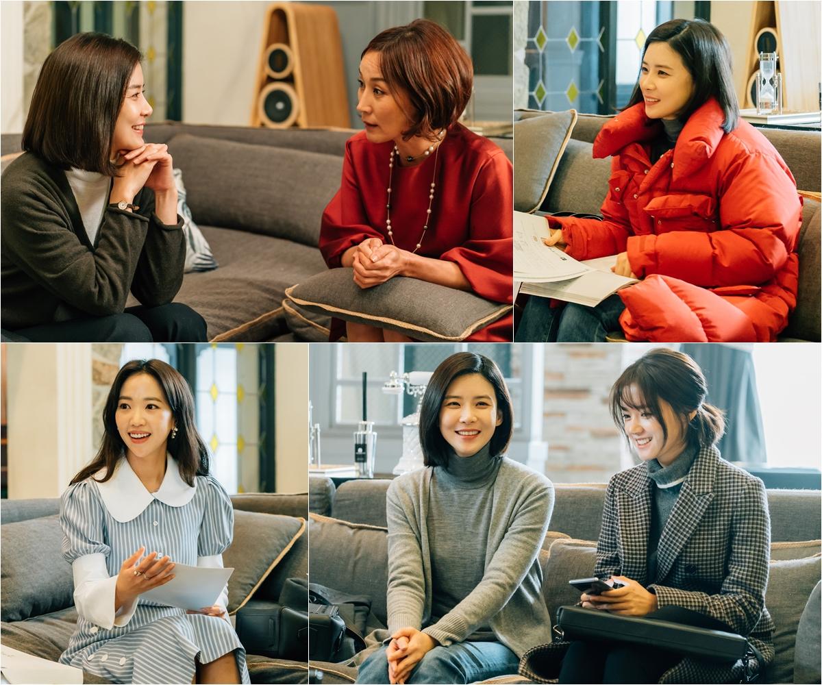 <마더> 이보영-이혜영, 10년 엇갈린 모녀의 반전 비하인드 포착