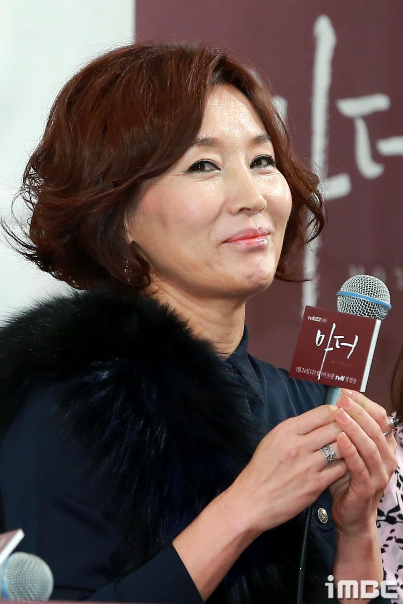 """7년 만에 <마더>로 복귀한 이혜영, """"딸 엄마는 처음. 이보영은 프로다."""""""
