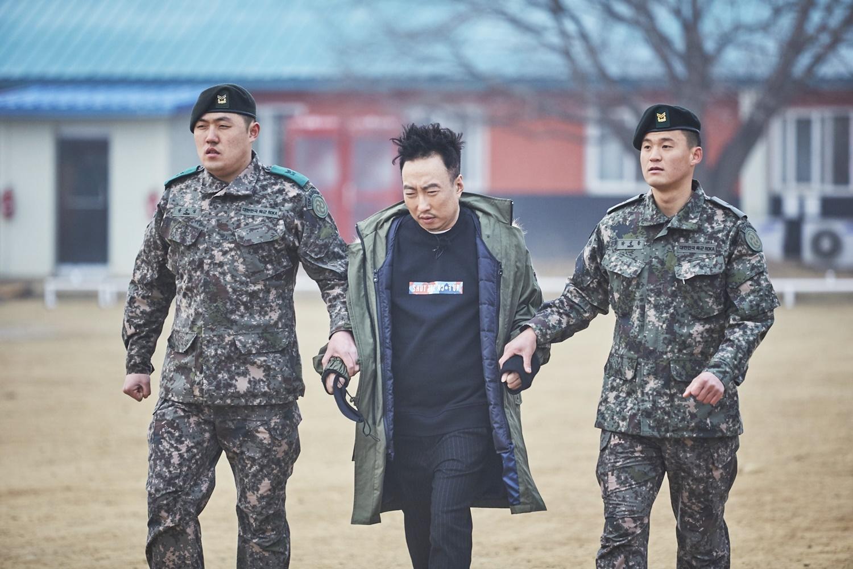 '무한도전' 박명수, 박이병으로 강제 컴백! 연병장에서 탈출 시도 실패…