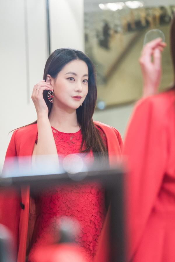 '화유기' 오연서, 레드립+시스루+도발적 눈빛··· 화려한 변신 예고!