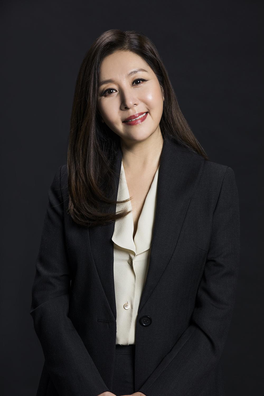 '인형의 집' 최명길, 자애로운 어머니+카리스마 집사 '이중생활' 포착!