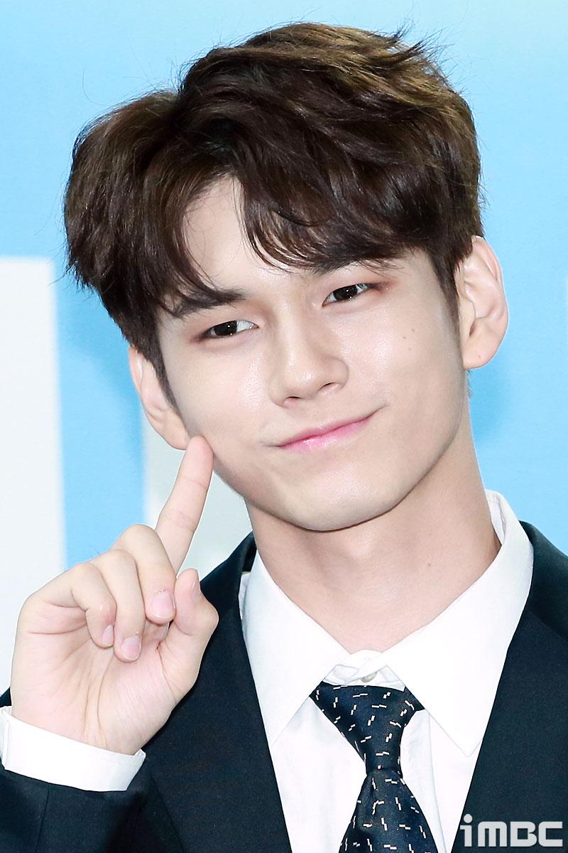 워너원 옹성우, 특이한 매력점을 가진 아이돌 팬 투표 1위 차지!