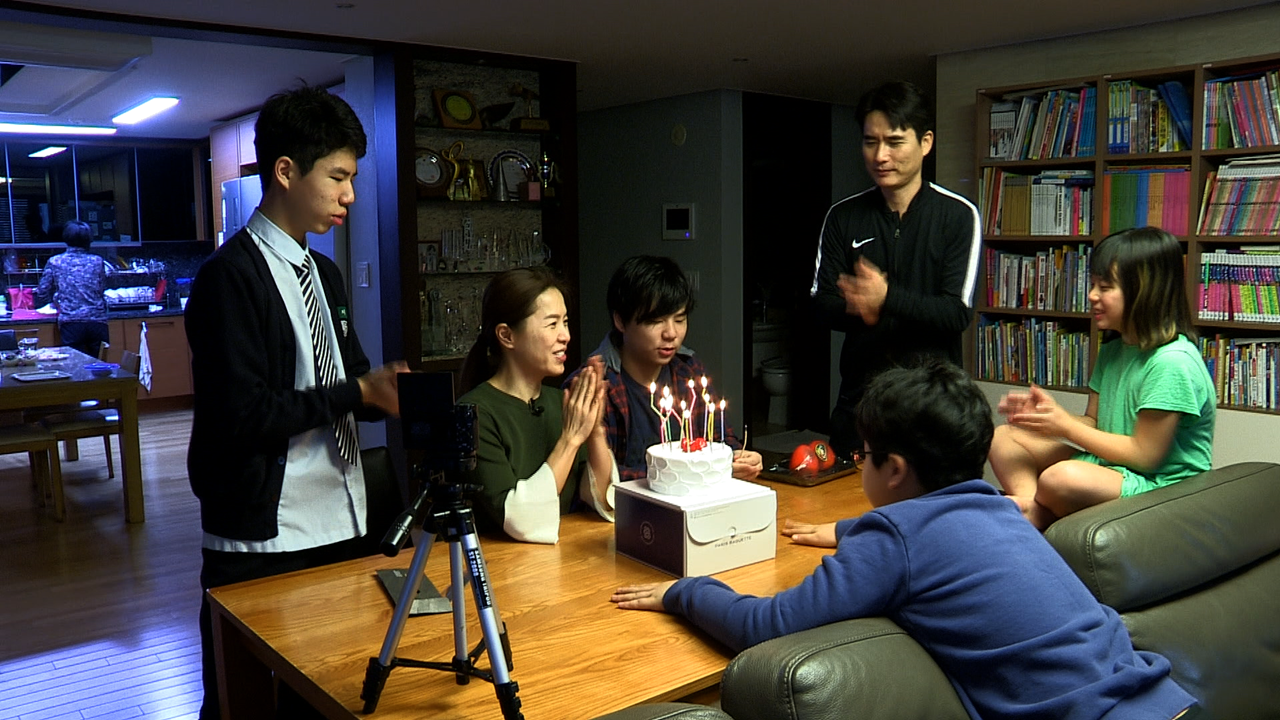 '휴먼다큐 사람이 좋다' 개그우먼 김지선, 넷째 출산 후 우울증 겪었다