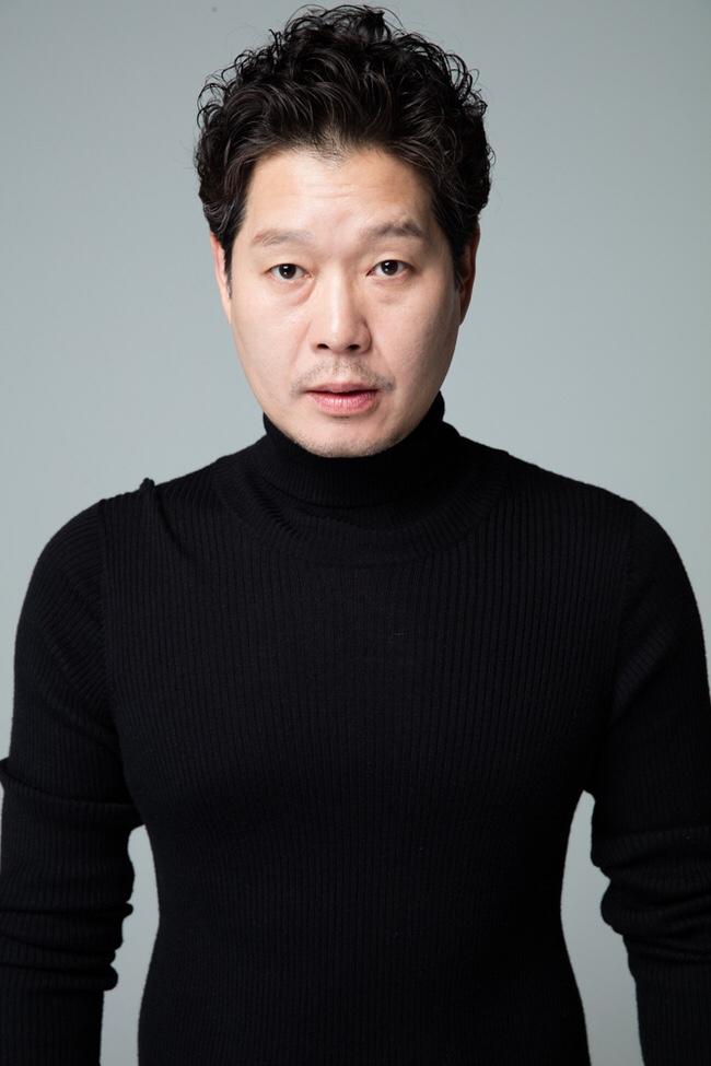 '라이프' 유재명, 이동욱-조승우 이어 합류! '비밀의 숲' 이수연 작가와 재회