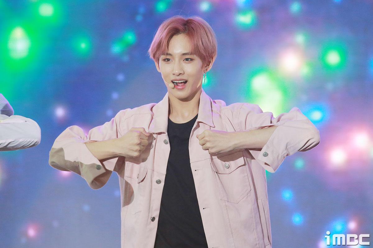 [포토] NCT U 윈윈, 봄 같은 분홍