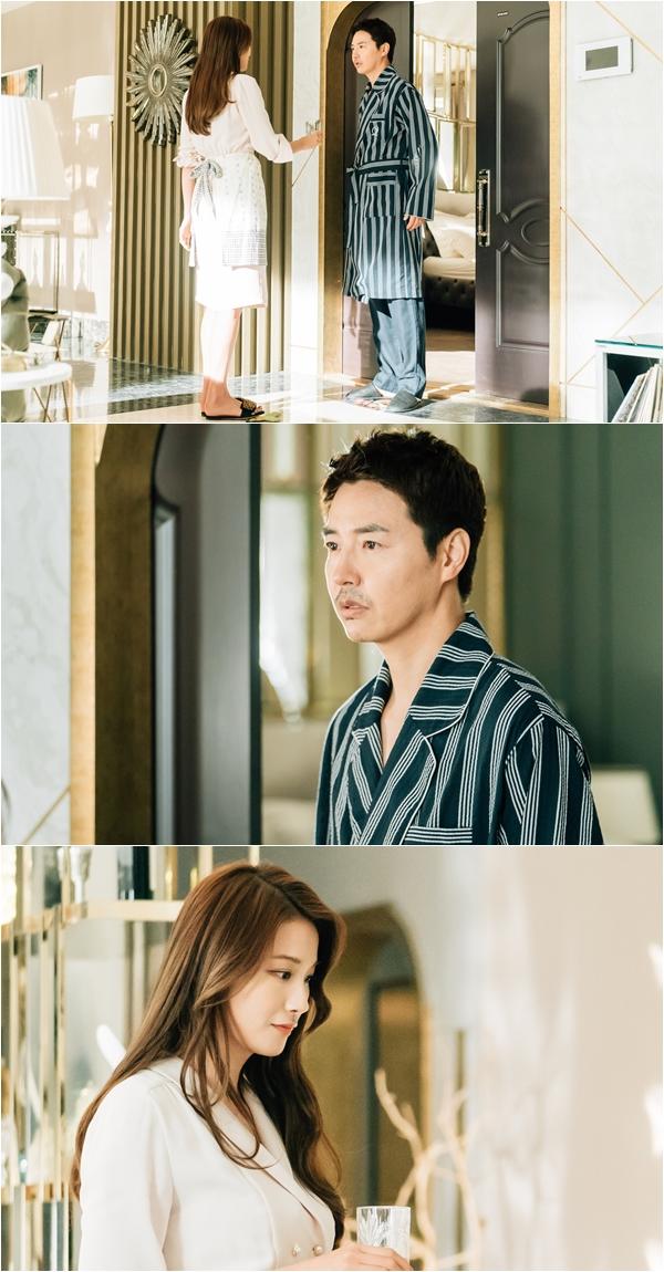 '손 꼭 잡고' 윤상현-유인영, '나이트 가운' 투샷 포착...'동공지진' 유발! 무슨 일? 이미지-1