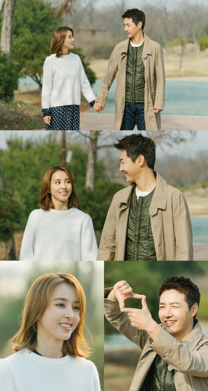 '손 꼭 잡고' 한혜진X윤상현, 데이트 현장 포착... '이혼 위기→재결합 암시?' 이미지-1