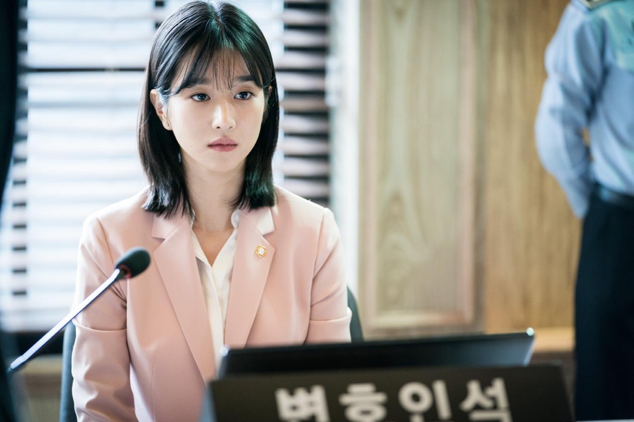'무법변호사' 서예지, 연기 인생 첫 파격 단발 '이목 집중'