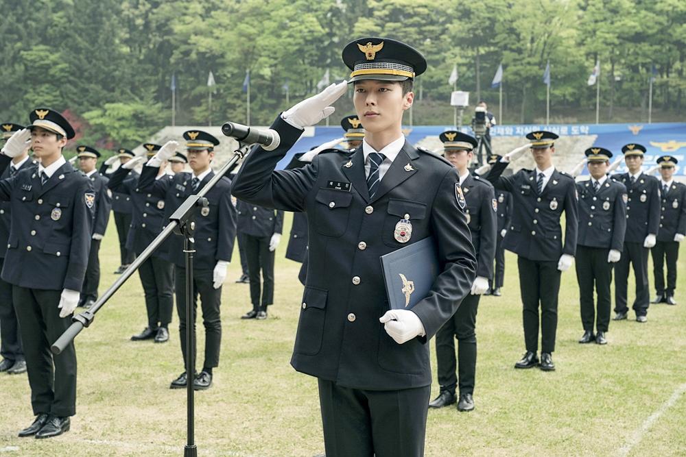 '이리와 안아줘' 장기용, 경찰대 졸업식 1열 포착...훈남 선배에서 진정한 경찰로 '에이스란 이런 것' 이미지-1