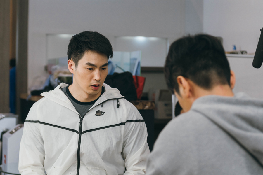 '이별이 떠났다' 이성재-김산호, 파일럿들의 '극과 극 몸관리 현장' 이미지-3