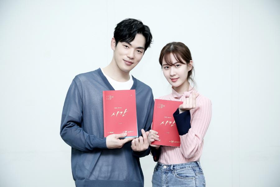 '시간' 첫 대본리딩 현장 공개! 김정현-서현-김준한-황승언 총출동
