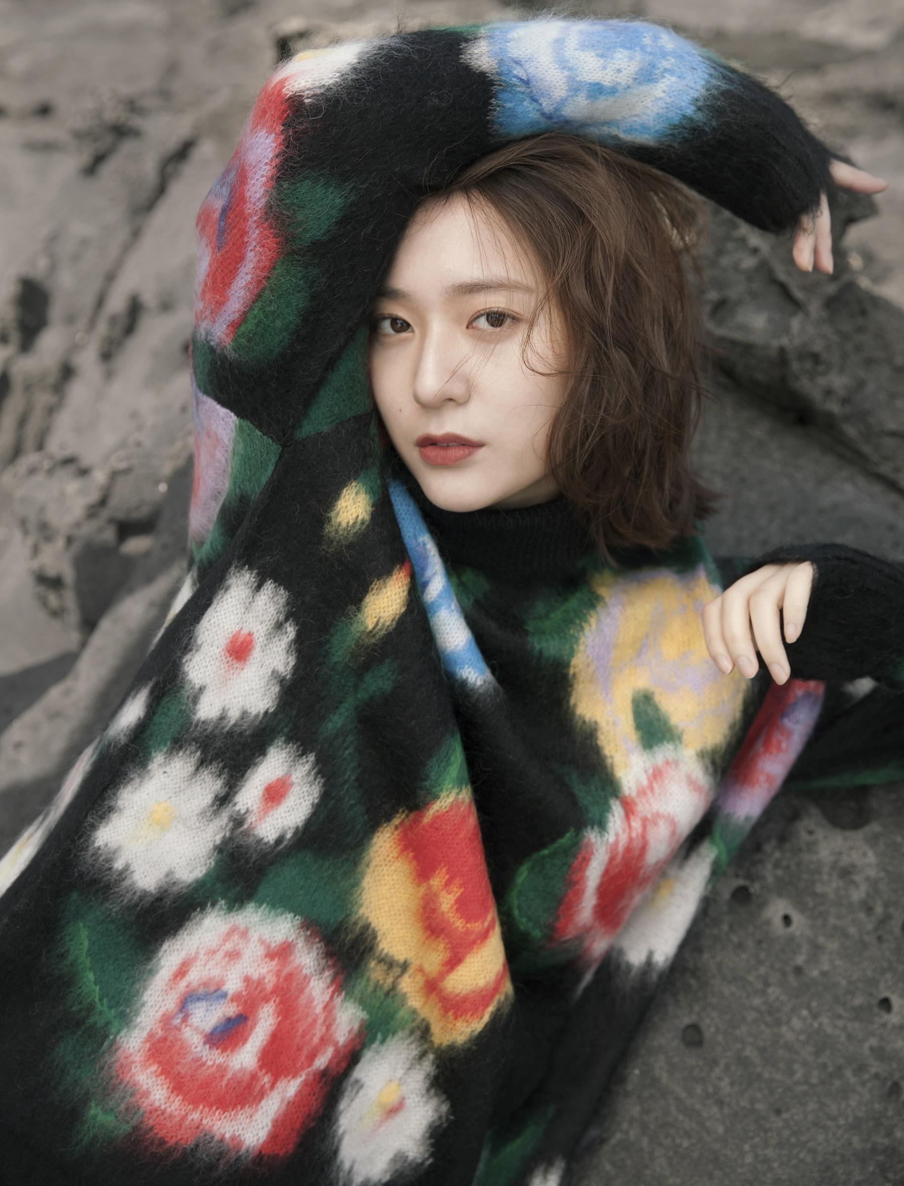 """크리스탈, 세계적인 패션 매거진에서 """"아시아 대표 뮤즈""""로 선정! 신비로운 매력의 화보 공개! '눈길'"""