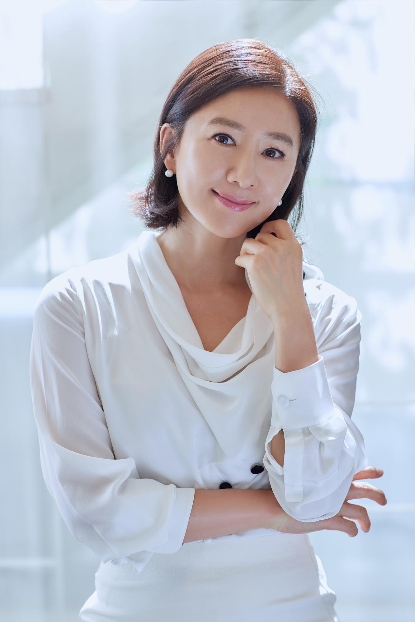 김희애, 건강한 밝은 에너지가 팡팡 터지는 매력여신