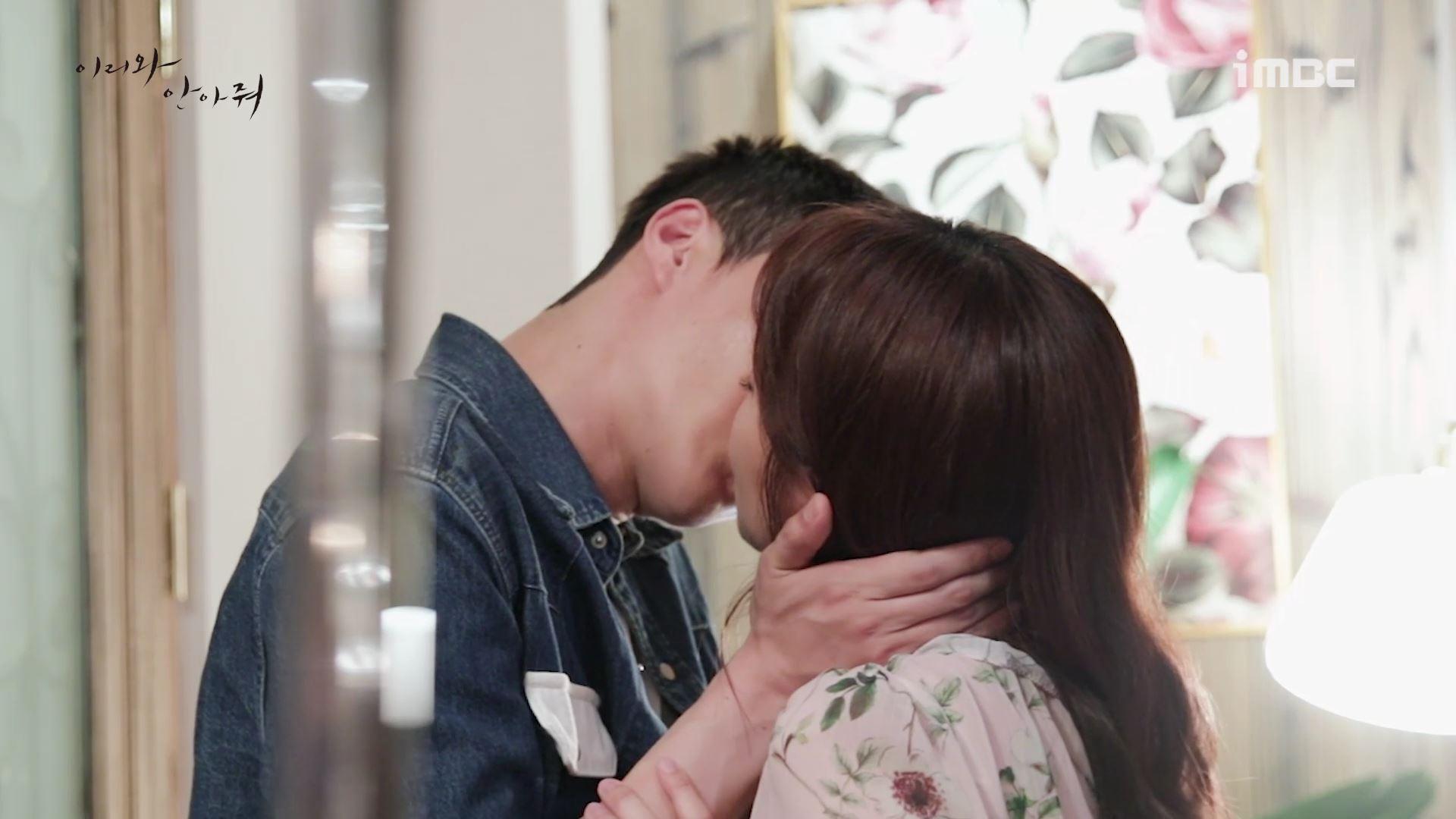 [M플레이] '이리와 안아줘' 장기용♡진기주, 12년 만의 첫 키스 현장 공개! 이미지-4