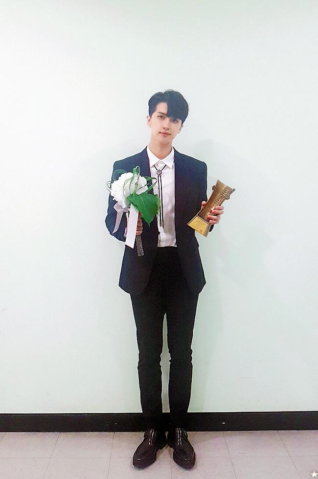 """빅스 켄, 뮤지컬 '햄릿'으로 DIMF 올해의 신인상 수상...""""생애 단 한 번뿐, 영광"""""""