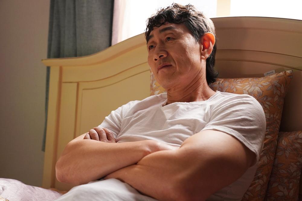 """'이리와 안아줘' 허준호, 탈주 후 침대에서 여유...""""아저씨 누군지 알아?"""""""