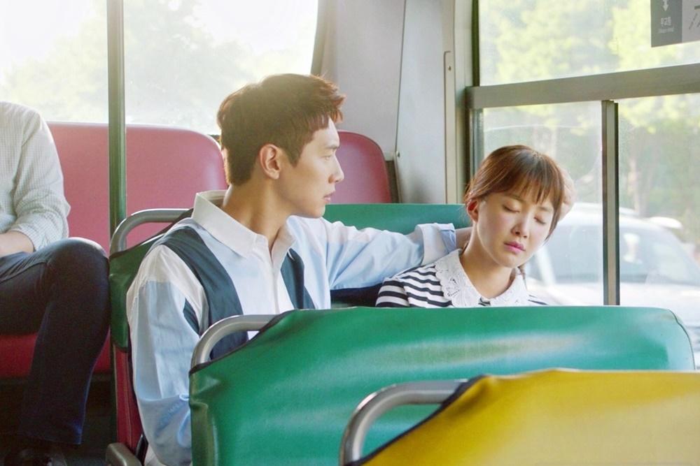 '사생결단 로맨스' 지현우, 버스 안 잠든 이시영 위해 손 베개 '심쿵'