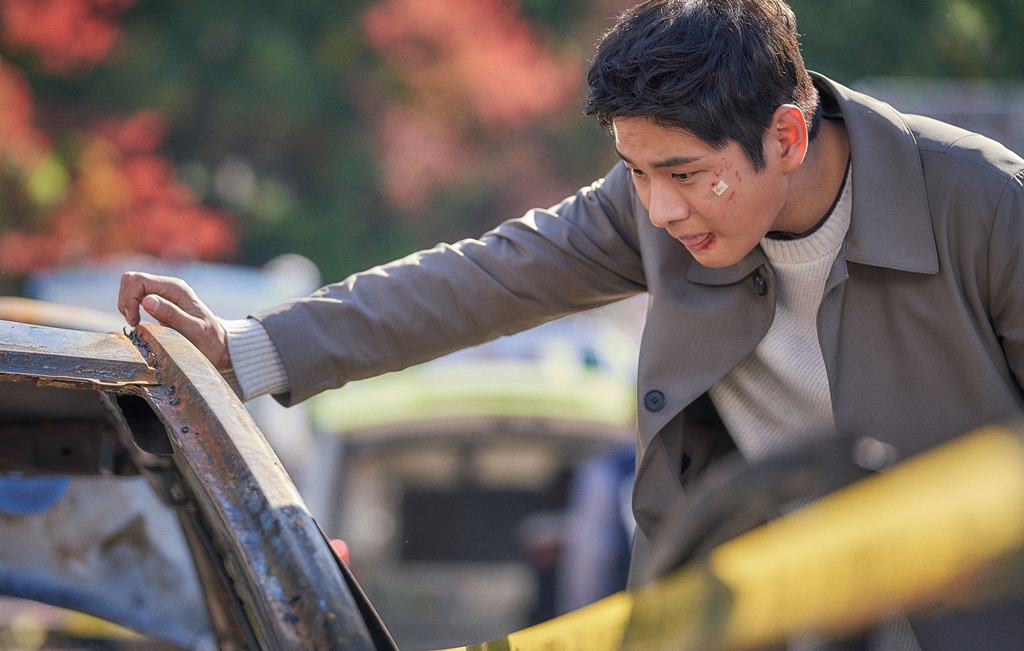 '붉은 달 푸른 해' 이이경 첫 촬영, 거친 눈빛 카리스마 '강렬'...묵직 존재감 180도 변신!