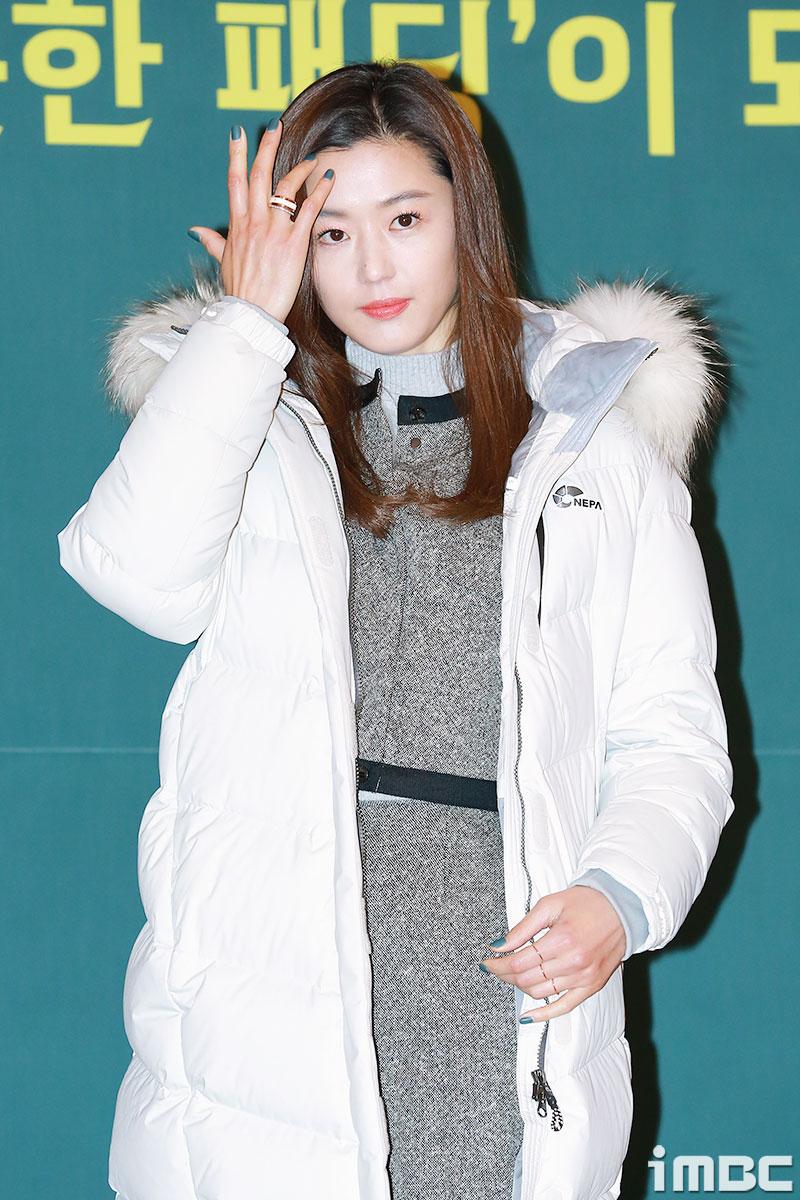 [포토] 전지현, 머리 넘기는 중