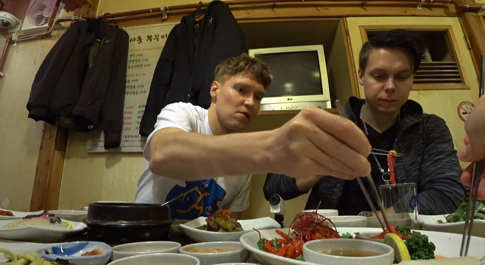 '어서와 한국은' 핀란드 3인방의 첫 메뉴는 한식…'침샘 자극' 한정식 먹방