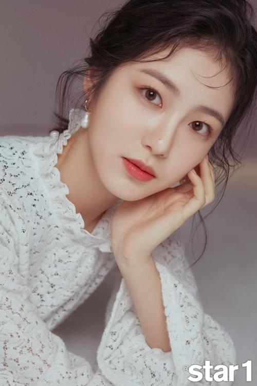 """'루키' 신예은, 무결점 미모 뽐낸 패션 화보 공개…""""좋은 연기 하겠다"""""""